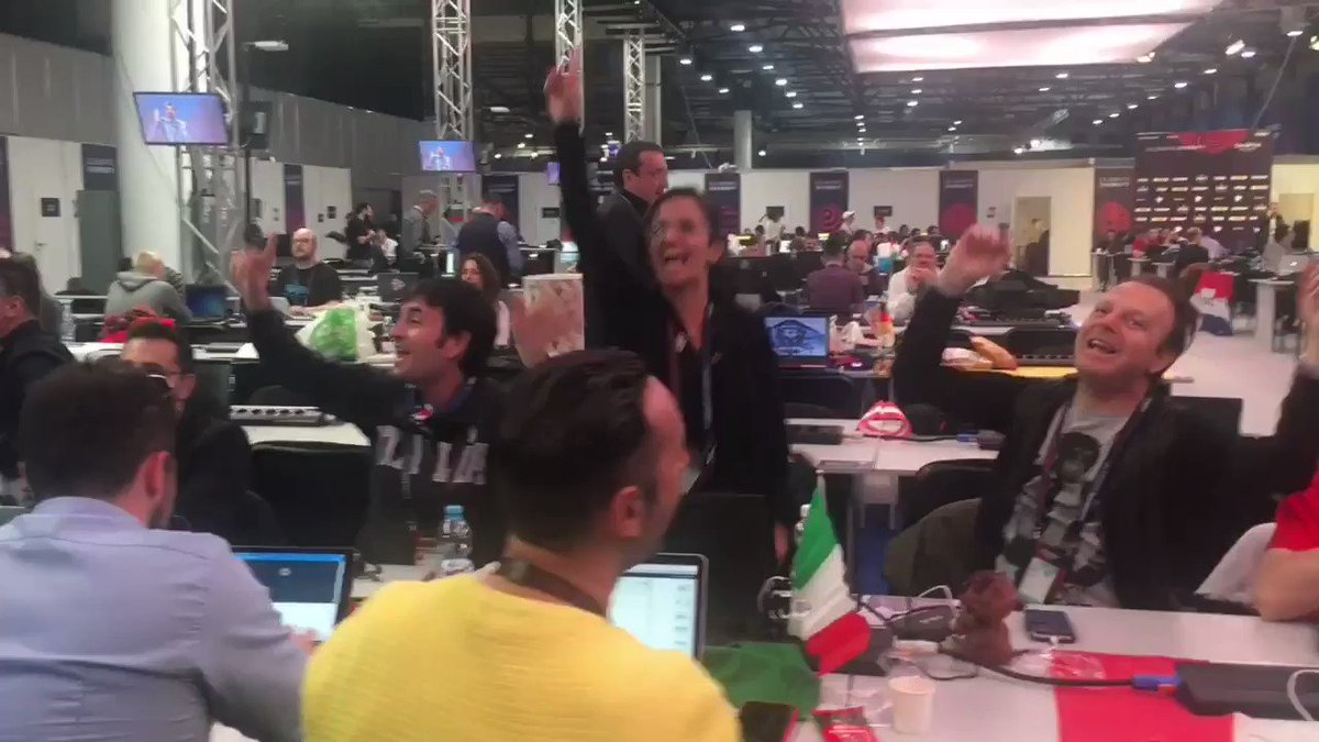 And the prize for the most excited Eurovision fans in the press centre goes to...Italy. https://t.co/YpDu8VINk5