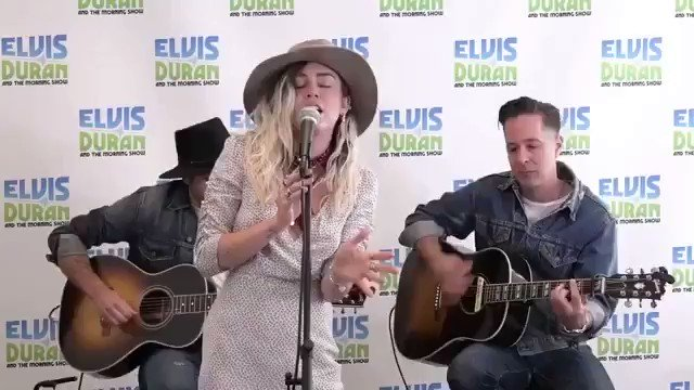 .@ElvisDuranShow #Malibu acoustic! �������� https://t.co/JdnrEJaMAl