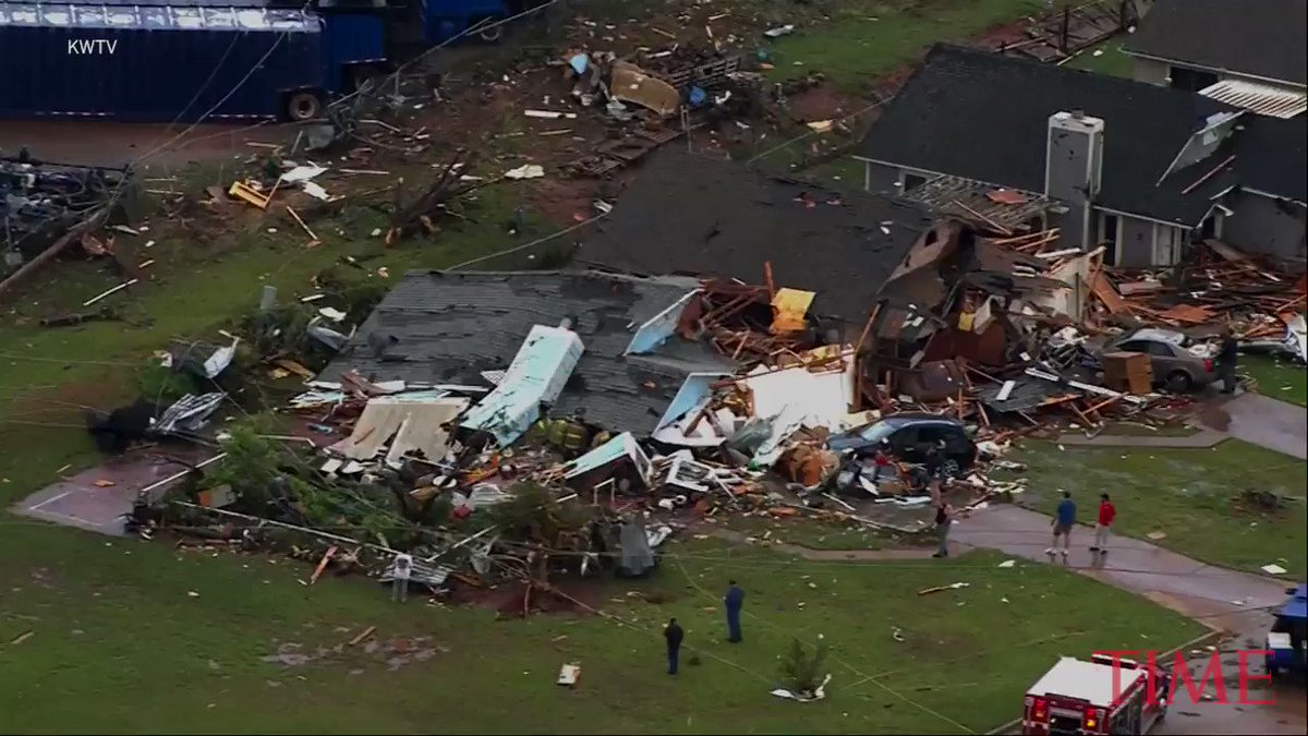 Tornadoes in Wisconsin and Oklahoma leave 2 dead https://t.co/LgD5xTwLFt https://t.co/LMxNX0cZNQ