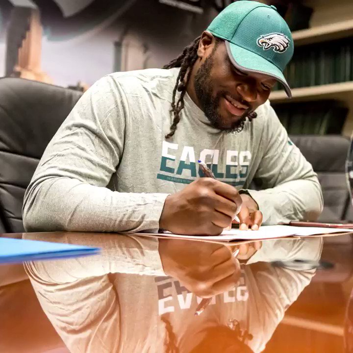 Official.  Welcome to Philly, @LG_Blount! #FlyEaglesFly https://t.co/FIg3rUea4Z