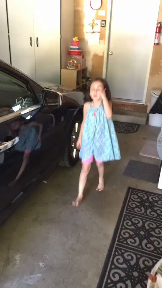 I hope everyone can have the same confidence in themselves as my 6 year old sister ���� https://t.co/4khv9OoyFZ