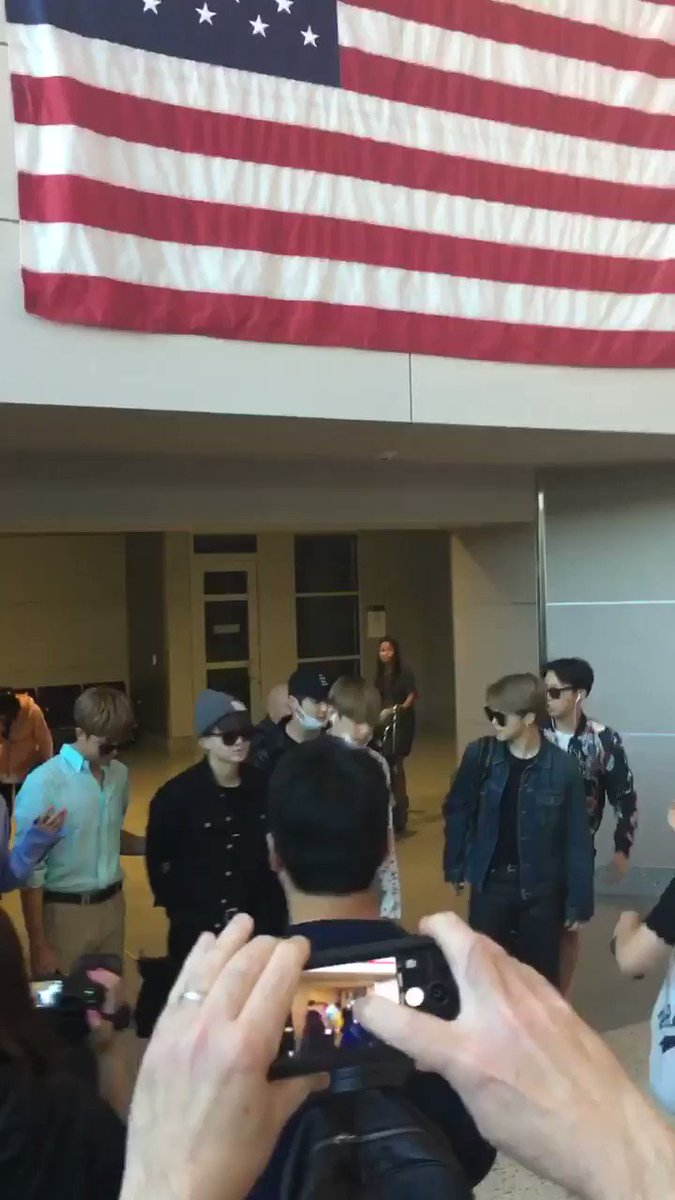 #btsbbmas BTS ARRIVING AT THE LAS VEGAS AIRPORT https://t.co/1ZCyKb1lCD