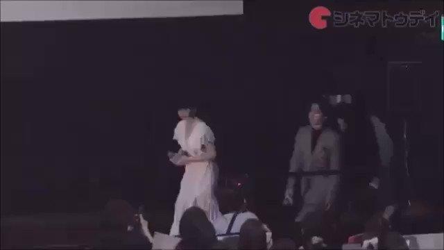 映画『オオカミ少女と黒王子』初日舞台あいさつ色っぽいドレス(#^^#)