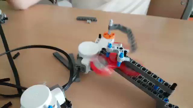 ¿Puede un #robot manejar el #juguete de moda? ¡Los alumnos de #Robotics han...