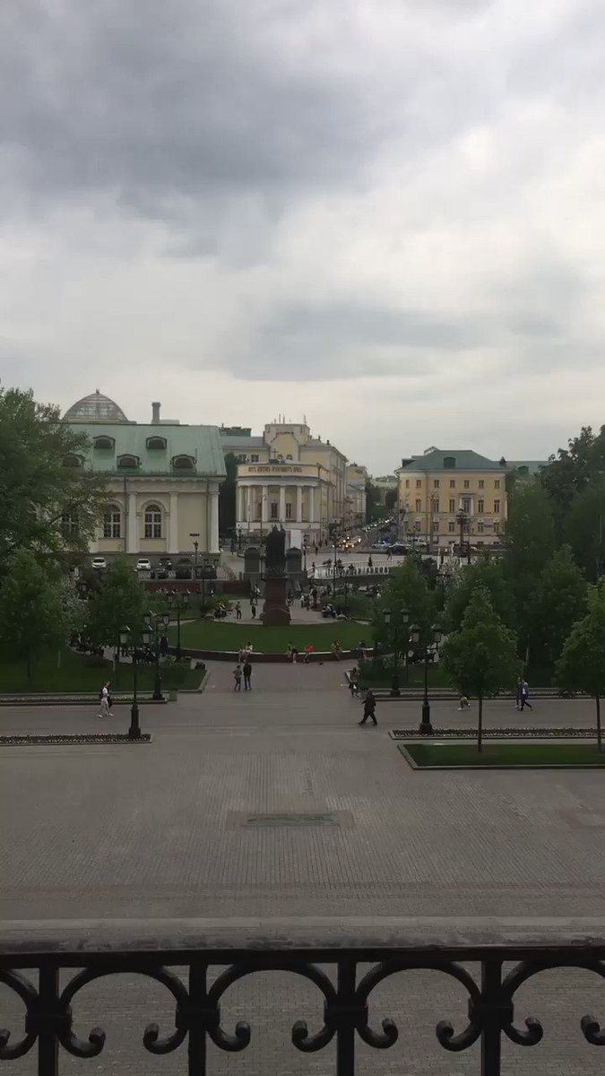 RT @beeslist: The #RedSquare and #Kremlin swing.