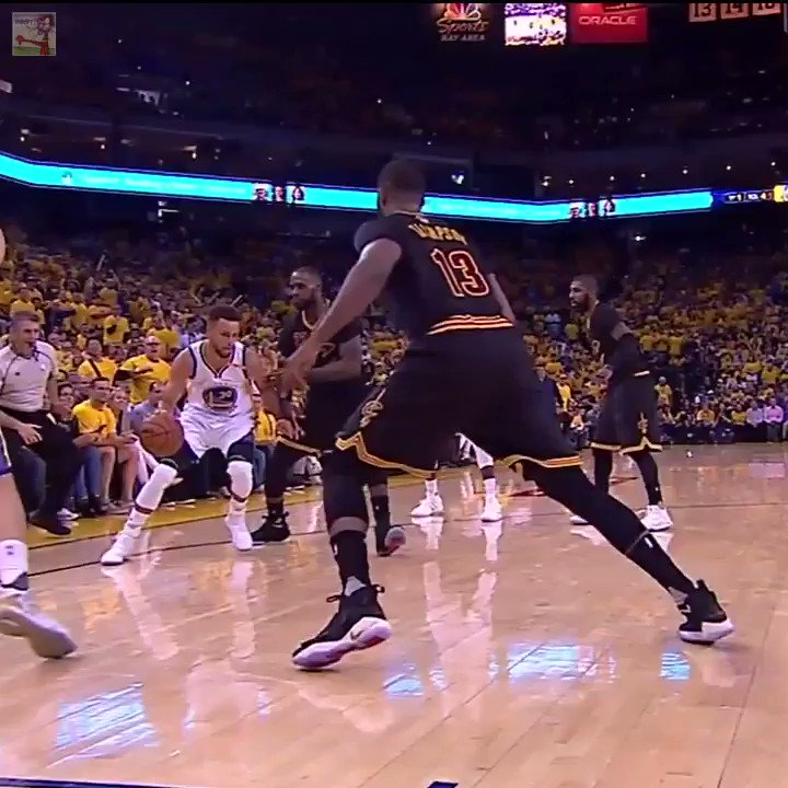 Baseline angle of Curry and LeBron https://t.co/TxUVQqtwrk