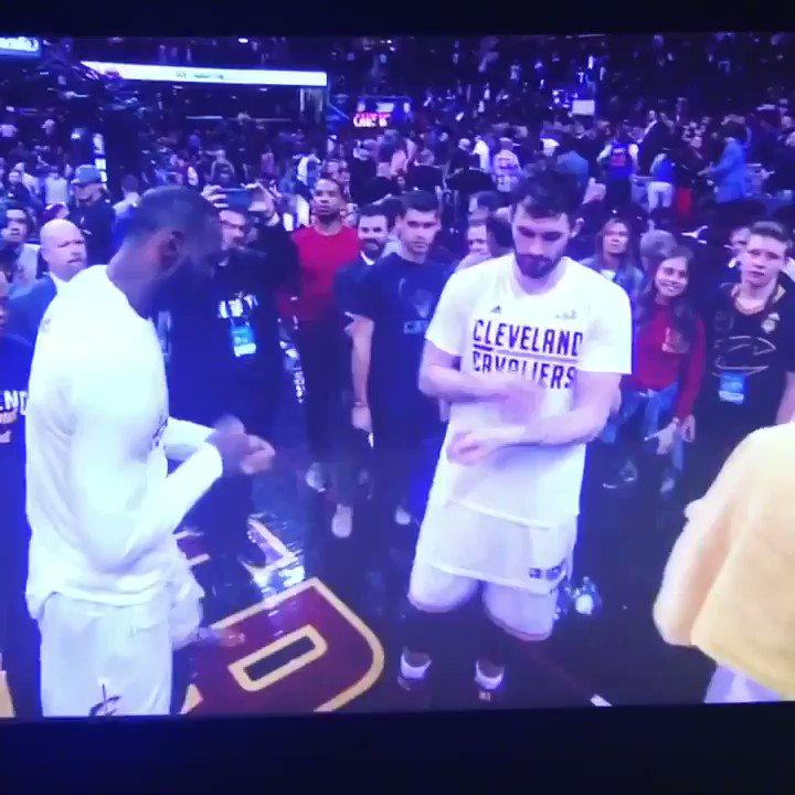 Great game last night. Loved our handshakes @DavidAppleton ゚リツ゚ᄂワ゚ᄂロ゚ᄂレ¬ワヒᄌマ゚ムパムピムヒ¬ワハᄌマ゚ムネ https://t.co/rgHzv9Wb3d