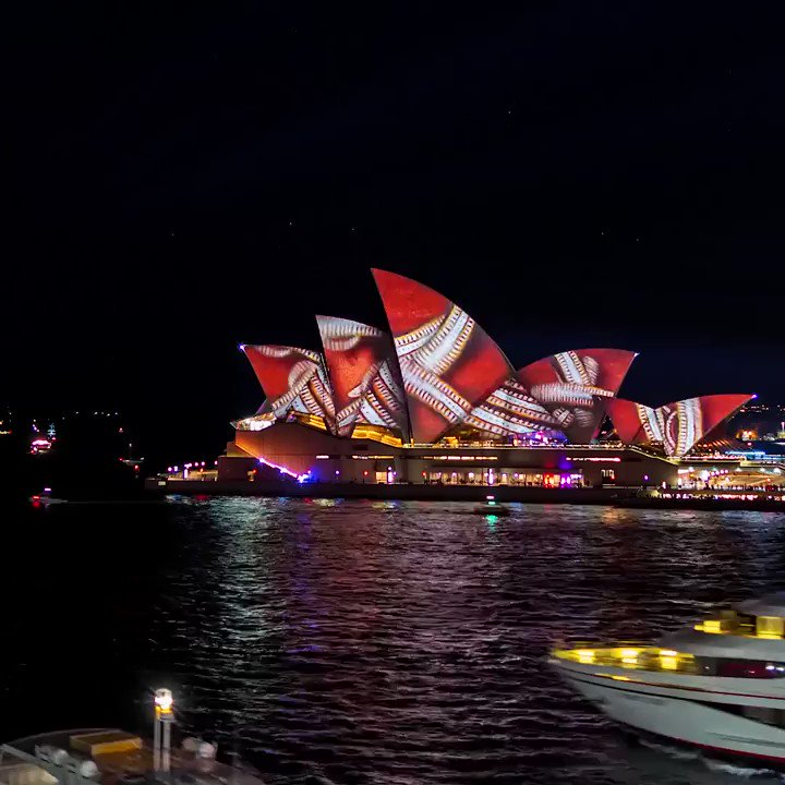Watch Sydney, Australia come alive with color @VividSydney. One of the coolest festivals in the world, going on right now! https://t.co/RXAXsNG5bI