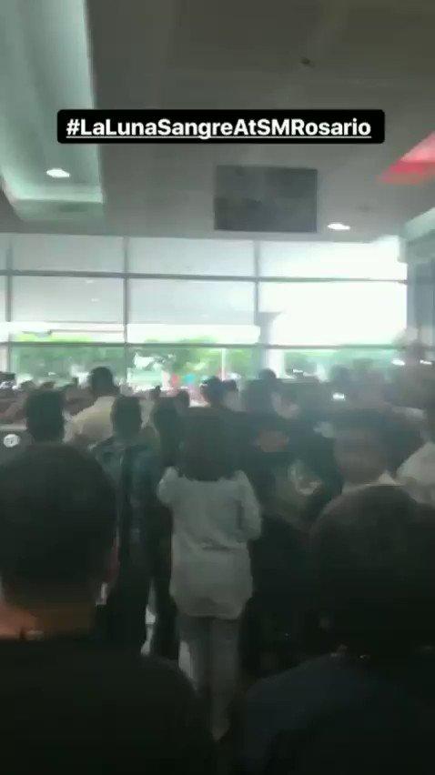 RT @immarygracee: Kahit pauwi na, di pa rin magkamayaw ang mga tao. #MaliaAndTristanAtSMRosario https://t.co/1k4MFz7xyk