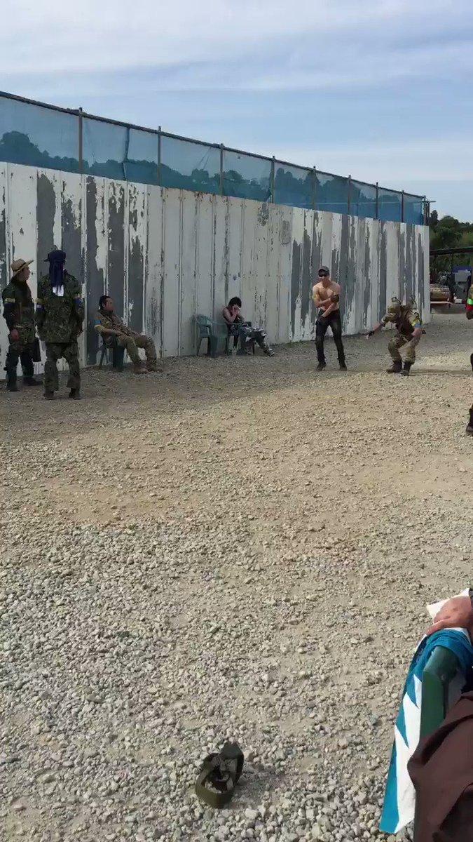 リアルPUBG 降下後の武器の取り合い #コミュサバ