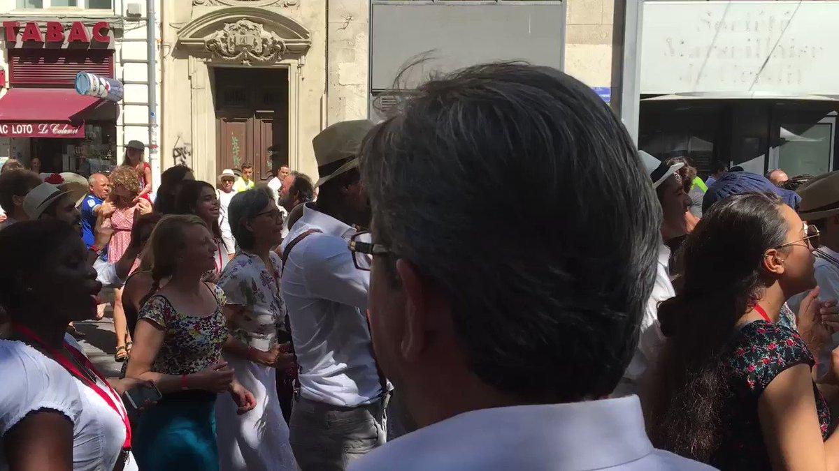 Au Dimanche de la Canebière à #Marseille. Procession de la Sardine 🐟