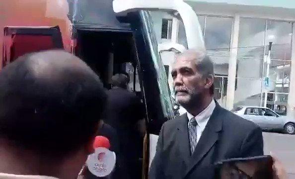 RT @Jan_Herzog: #UnDíaSoloPara unirnos contra este hijo de puta ! Pintemos su camión de rojo !!! https://t.co/5Wh4EIhkDB únete con RT !