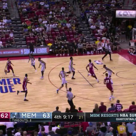 Justin Robinson delivers for the @MiamiHEAT in the #NBASummer Quarterfinals!  WATCH: ESPN 2 https://t.co/qsR3EwWTjr