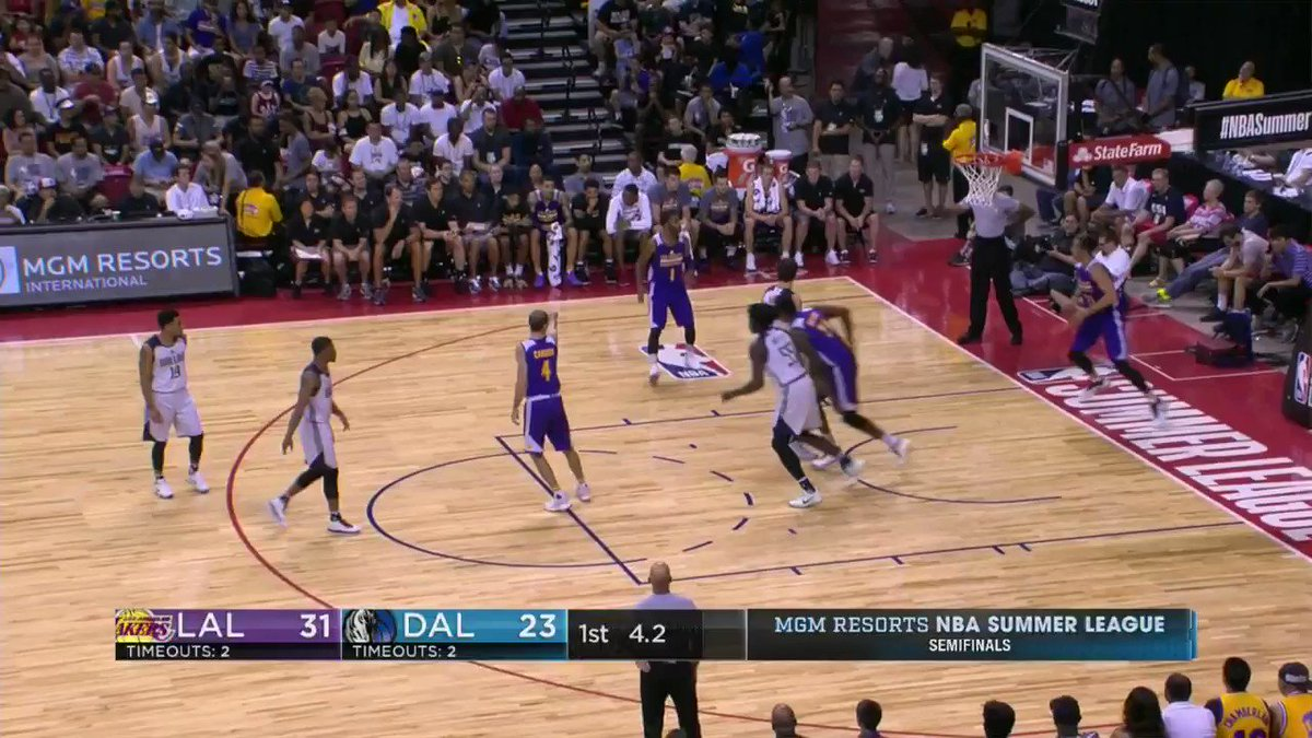 Bryant at the buzzer!  @Lakers lead @dallasmavs 34-24 after one in the #NBASummer Semifinal. https://t.co/lRgCgiw0gt