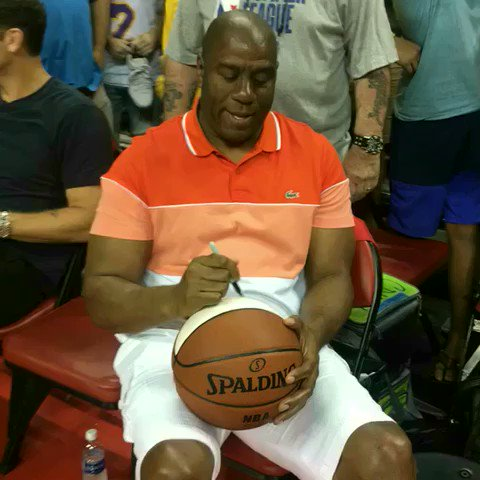 Autographs from the legend @MagicJohnson! #ThisIsWhyWePlay https://t.co/6PlNU08TUz