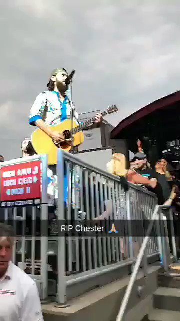 RT @30SECONDSTOMARS: RIP Chester. https://t.co/7sIzWqN8tA