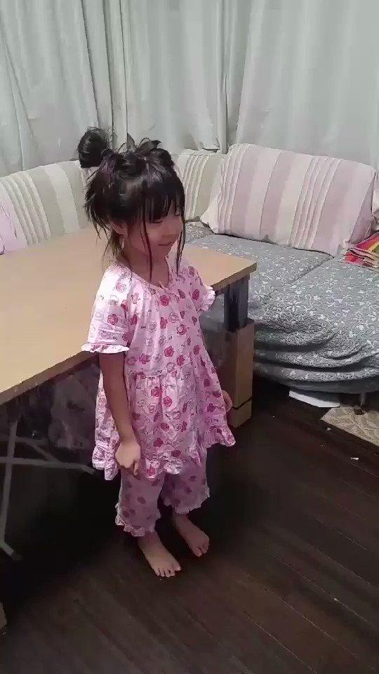 #NAOMIの部屋 に #小倉唯 さん出てて、久しぶりにハニカム聞いてたら、娘が踊り出したので撮影してみたww#城下町の