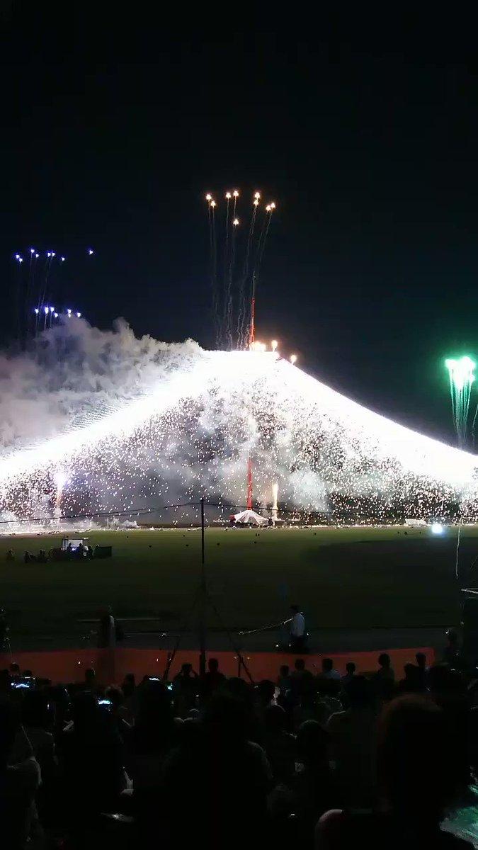 葛飾納涼花火大会へこんなに間近で見た事なかったので。゚(´இωஇ`)゚。大感動!葛飾にちなんだ花火が打ち上がりましたこち
