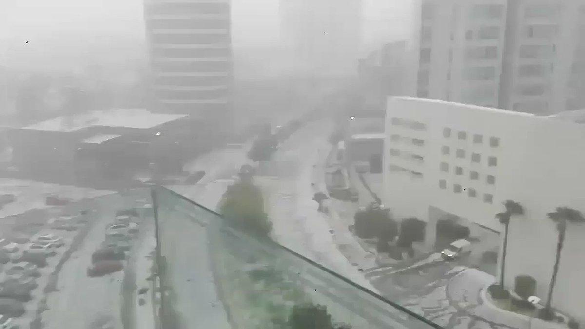RT @IxtapalucaAntes: Nos comparten esto desde Guadalajara, Fuerte lluvia con granizo. #LluviaGDL https://t.co/iOluIDOWaN