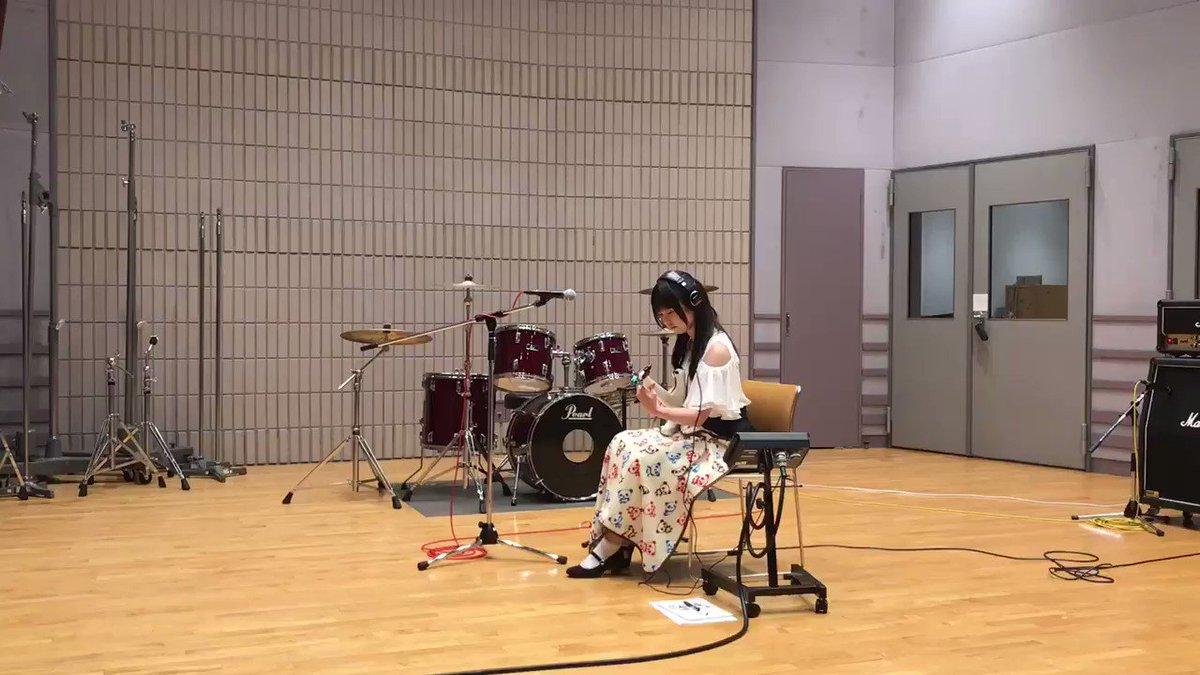 昨日の #日本工学院 様での一コマ🙋ギターブースの方ではこんな感じで弾いています✨ヘッドフォンの中では自分のギターとそれ
