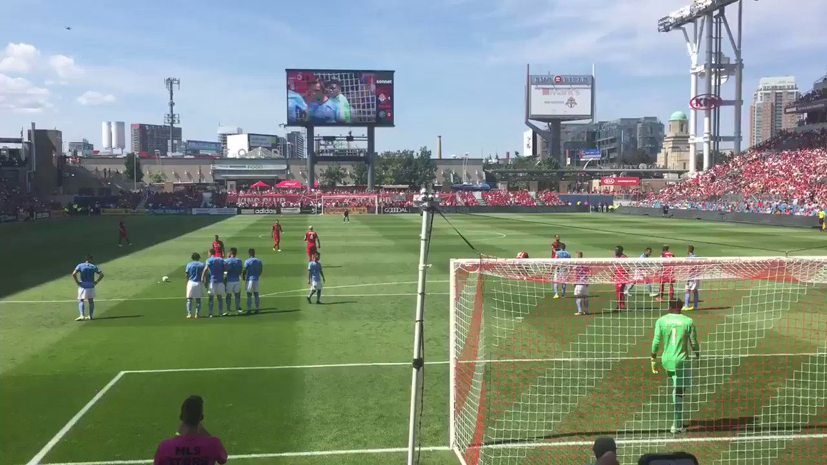 RT @tristenmalcolm4: #TORvNYC #TFCLive what a beautiful goal by sebastian giovinco #tfc https://t.co/uFGTrTPSK8