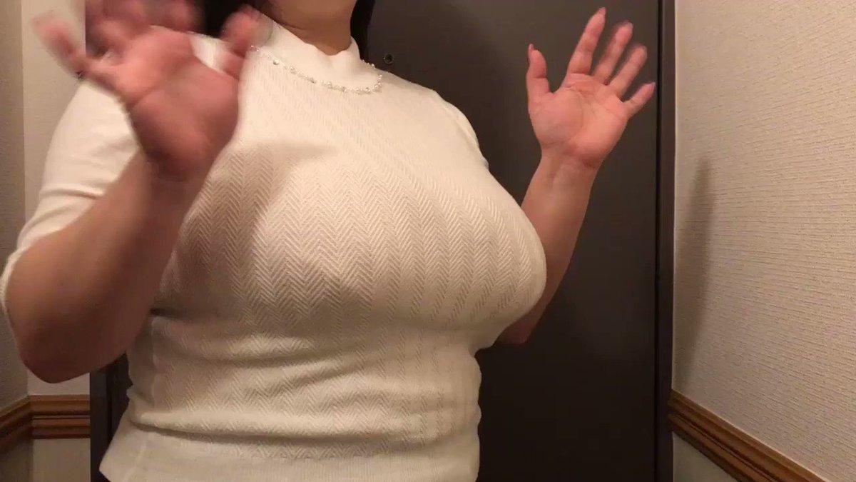 こんにちぱいーん!! そーいえば少し前にフォロワーさんに撮影していただいたボヨヨン動画をご披露するの忘れておりました。 んーーーー。こう見るとやっぱ太ってんなぁ私(  °ཫ°  ) お腹のお肉よ全部おっぱいに飛んでいけー!!! https://t.co/GL7ExGCHv6
