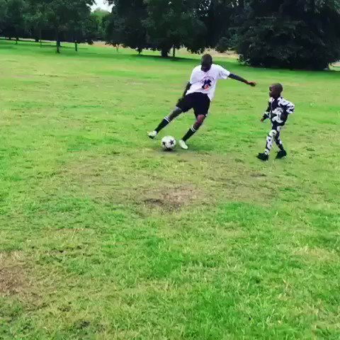 Double Trouble gives Daddy Long legs ???????????????????????????????? A run for his money!! ????????⚽️♥️????????⚽️♥️⚽️????????????????????????♥️???????????? https://t.co/Mll6n93RjN