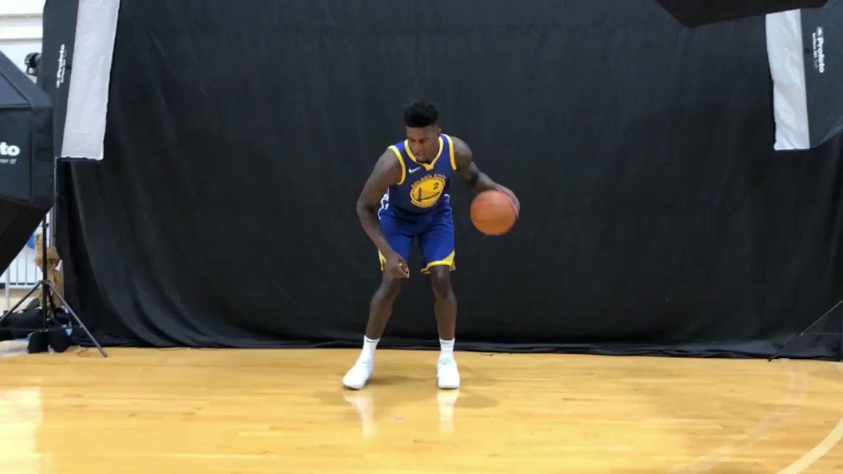 �� @1jordanbell of the @warriors catches the beat! #PaniniNBARookie https://t.co/cMIhR5U3dd