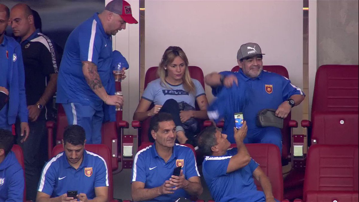 RT @NOSsport: Maradona laat even weten dat hij er is. #psvaz https://t.co/N6G2HHMQCp
