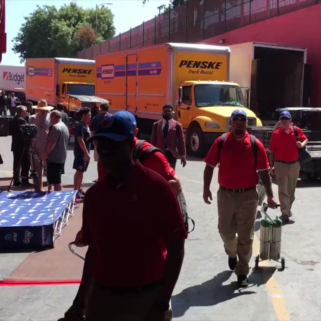 Ezekiel Elliott has arrived at The Coliseum. https://t.co/epg353h9oT