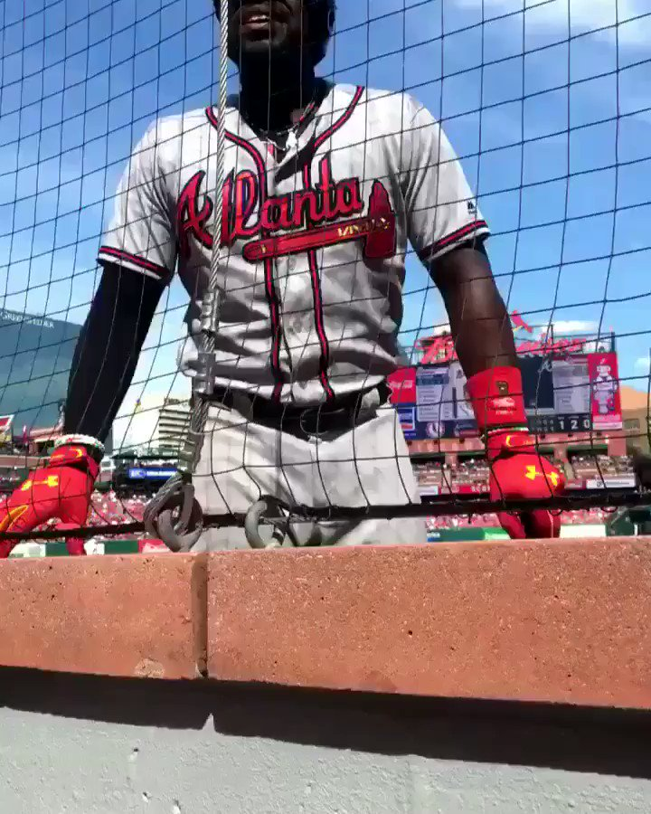 Brandon Phillips is a SAVAGE �� https://t.co/qgnX3AEbsa