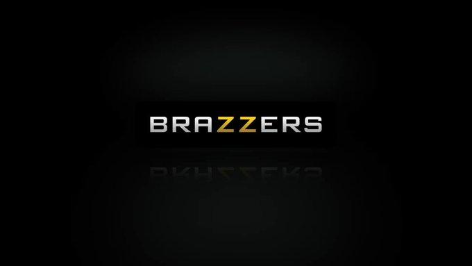 """New trailer! @BaileyBrookeCam & @NoemieBilas in """"Ladies First"""" #zztrailers https://t.co/T1ua7uy1kZ"""
