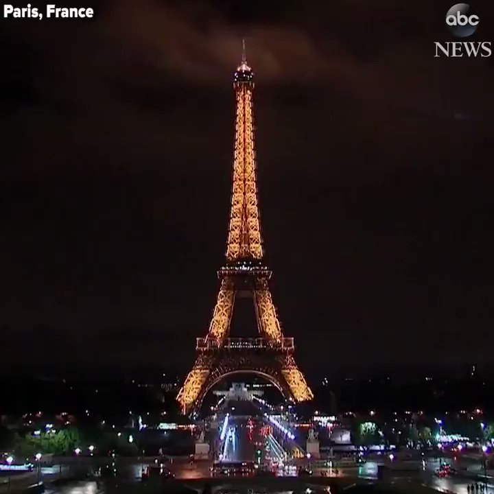 Eiffel Tower goes dark in tribute to victims of deadly Barcelona attack. https://t.co/CB5F4SG23r https://t.co/dStZdS38El