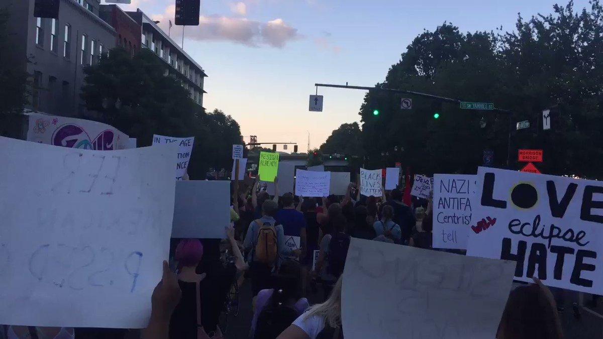 RT @ColeKOIN: March approaching the Morrison Bridge now #KOIN6News https://t.co/yFABFk4MGQ