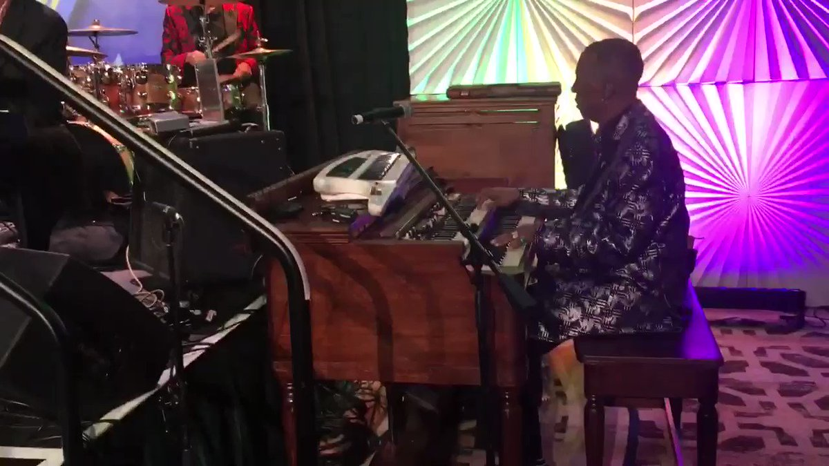 Kicking live at @NABJ #nabj #nabj2017 @FedEx #awesome #fun #music https://t.co/7rnyxXZuUQ
