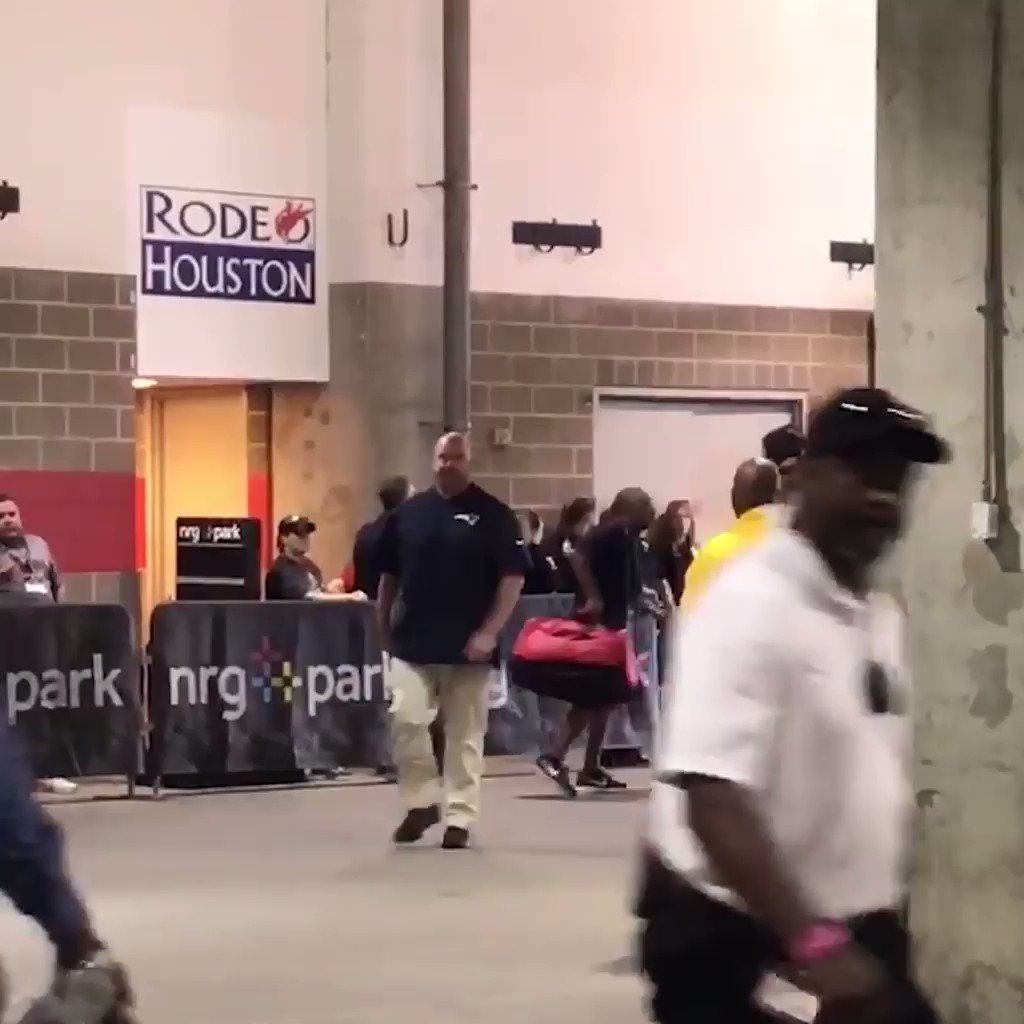 Tom Brady enters NRG stadium for the first time since winning the Super Bowl in February. https://t.co/ILwatV2vAf