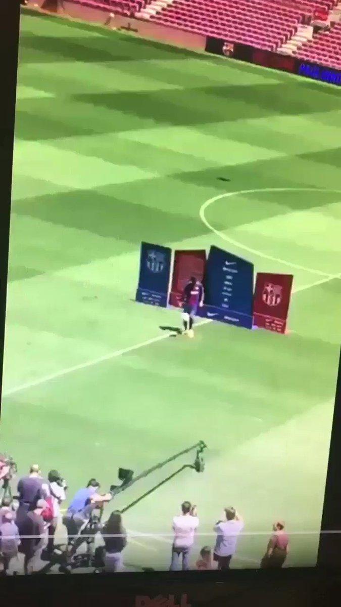 RT @ElPenaltiFCB: Hristo Stoichkov se ofrece para volver al Barça Genio y figura https://t.co/wgiOeOZAqF