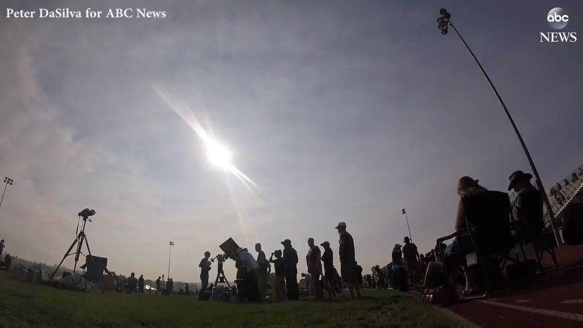 WATCH: Timelapse video shows the total solar eclipse passing through Madras, Oregon today: https://t.co/V4b7OD6il4 https://t.co/J7RMC62hom