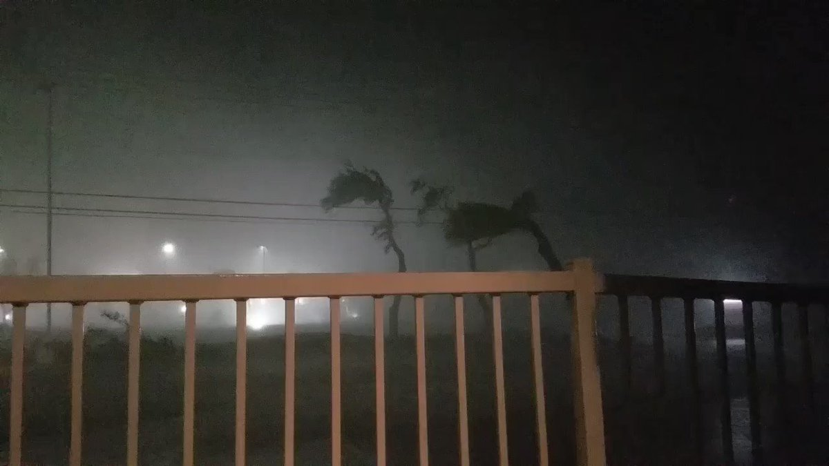 From 8:27 pm. #HARVEY in Rockport. https://t.co/4UlUnXbhth