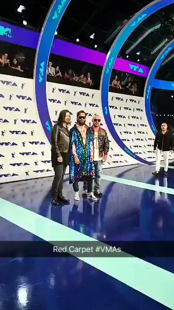 Red Carpet at the #VMAs @30SECONDSTOMARS https://t.co/J8xFf6rJaQ