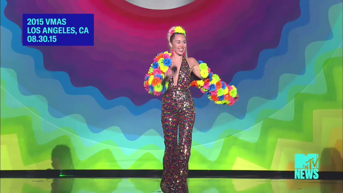 .@vmas #YoungerNow !!! Less than 1 hour until my performance! ��️‍�� https://t.co/RgJeC8aXnq