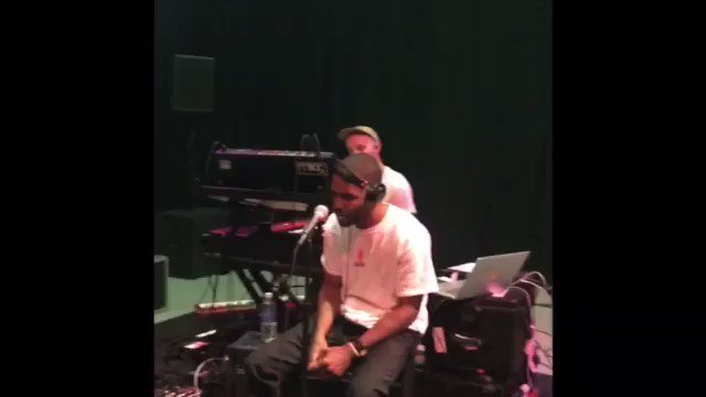 frank......singing nikes......acoustic.....my wig.... https://t.co/H5ByW4KW9d