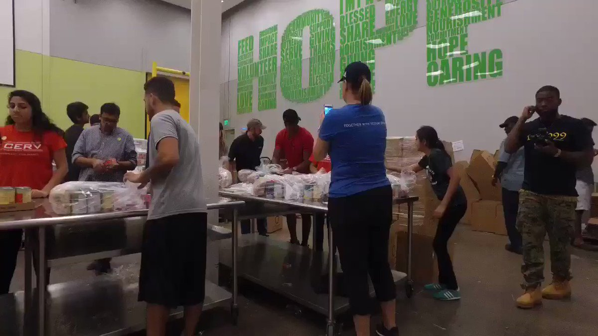.@CP3 working hard to help the #HurricaneHarvey relief efforts in H-Town. �� https://t.co/PjZhhAQGY2