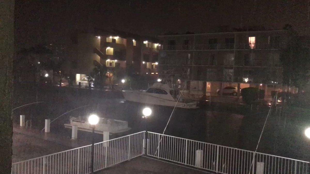 RT @johnsticks: Irma it's coming... #Irma #IrmaHurricane2017 #IrmaEnTN https://t.co/Gn1yPlo8lb