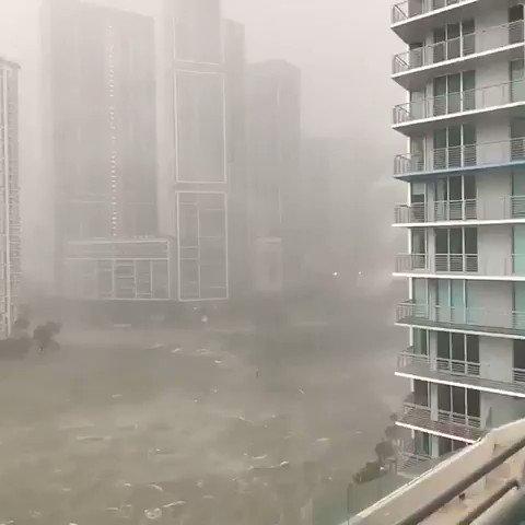 RT @freemindcouk: #irma #hurricane #HurrcaneIrma #IrmaHurricane2017 #miami down town under water https://t.co/nfDHZoleUG