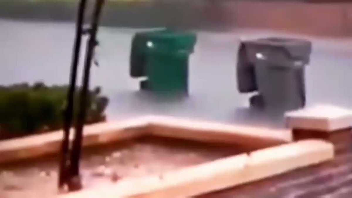 Even the trash cans are evacuating from #Irma #hurricaneirma2017  #HurrcaneIrma https://t.co/fQswVQNMu4