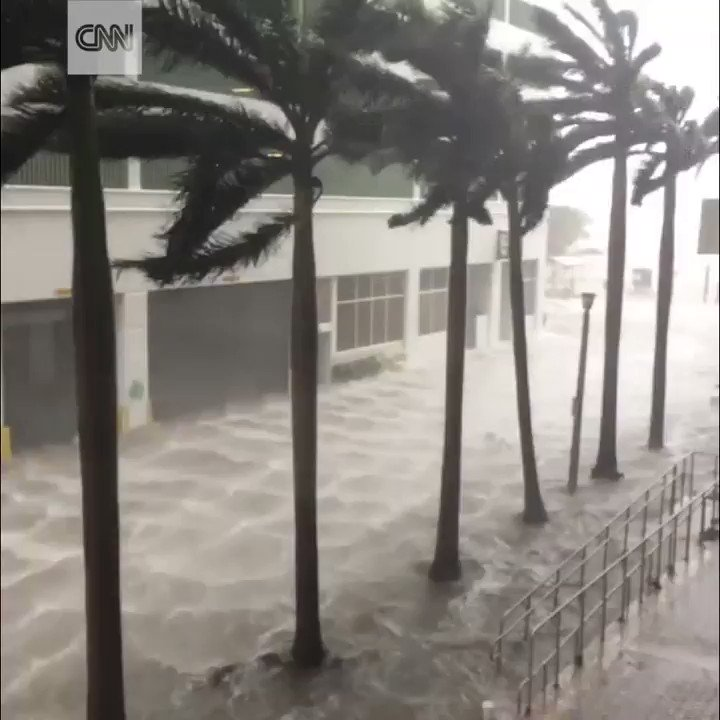 This video shows the flooding on the streets of Miami as the city is hit by #HurricaneIrma  https://t.co/lQ548TWx2Q https://t.co/nt8QUrMimR