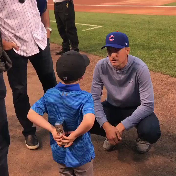 A young @JordanSpieth fan gave him a gift at tonight's @Cubs game.  ��❤️⚾️ https://t.co/viulrm882r