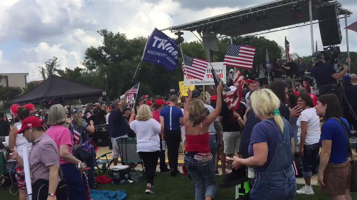 #MOAR turns into Trump dance party on the National Mall! https://t.co/dcbjDvJq2F