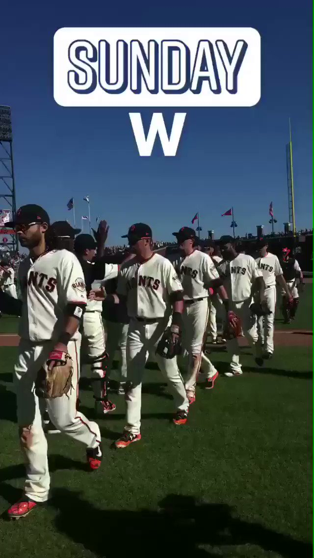7 runs. High fives for everybody.   #SFGiants https://t.co/1a2z4dJrTl